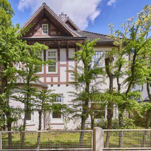 Jugendstilhaus mit Entwicklungspotenzial Hamburg Lokstedt Fassade Fachwerk