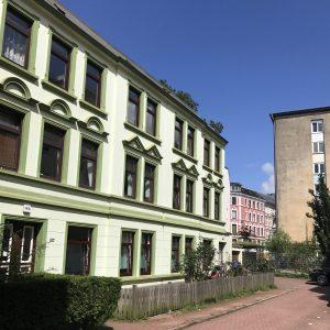 Mehrfamilienhaus Zinshaus Hamburg Altona Projektentwicklung Eigentumswohnungen Umbau Sanierung Dachausbau Neubau Historische Fassade