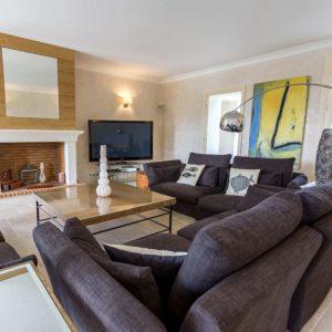 Villa Saint-Tropez Bastide du Pinet Cote d`Azur Ferienhaus Wohnzimmer Kamin Gästebereich
