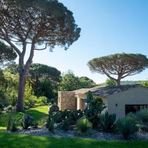 Villa Saint-Tropez Ramatuelle Bastide Cote d`Azur Ferienhaus Garten Pool Blick