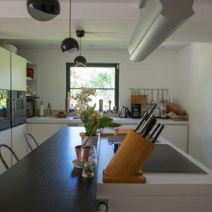 Villa Saint-Tropez Ramatuelle Bastide Cote d`Azur Ferienhaus Küche Kochinsel