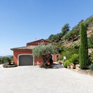 Villa La Garde Freinet Landsitz Cote d`Azur Ferienhaus Garage Weitblick