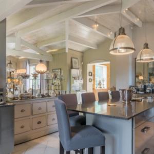 Villa Saint-Tropez Ramatuelle Landsitz Cote d`Azur Ferienhaus Esszimmer Küche Bar