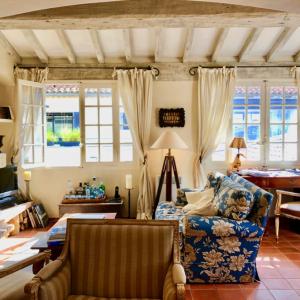 Villa Saint-Tropez Cote d`Azur Stadthaus Wohnzimmer Kamin