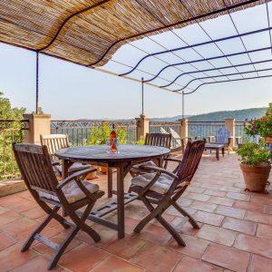 Villa La Garde Freinet Landsitz Cote d`Azur Ferienhaus Terrasse Weitblick