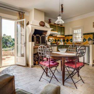 Villa La Garde Freinet Landsitz Cote d`Azur Ferienhaus Terrasse Küche Esszimmer Gästewohnung