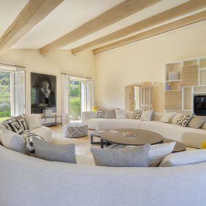 Villa Saint-Tropez Ramatuelle Cote d`Azur Ferienhaus Wohnzimmer Kamin