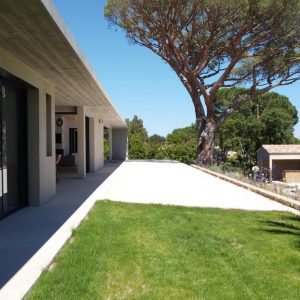 Villa Saint-Tropez Ramatuelle Landsitz Cote d`Azur Neubau Terrassen