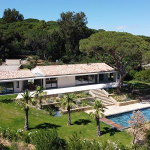 Villa Saint-Tropez Ramatuelle Landsitz Cote d`Azur Neubau Pool Blick Garten Terrasse Weinfelder Poolhaus