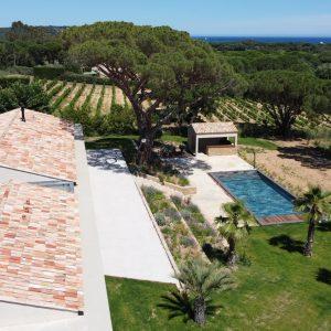Villa Saint-Tropez Ramatuelle Landsitz Cote d`Azur Neubau Pool Blick Garten Terrasse Weinfelder