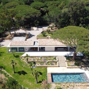 Villa Saint-Tropez Ramatuelle Landsitz Cote d`Azur Neubau Pool Garten Terrasse Weinfelder
