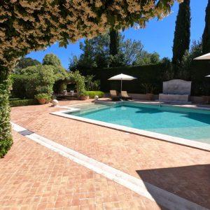 Private Domain Saint-Tropez Poolbereich